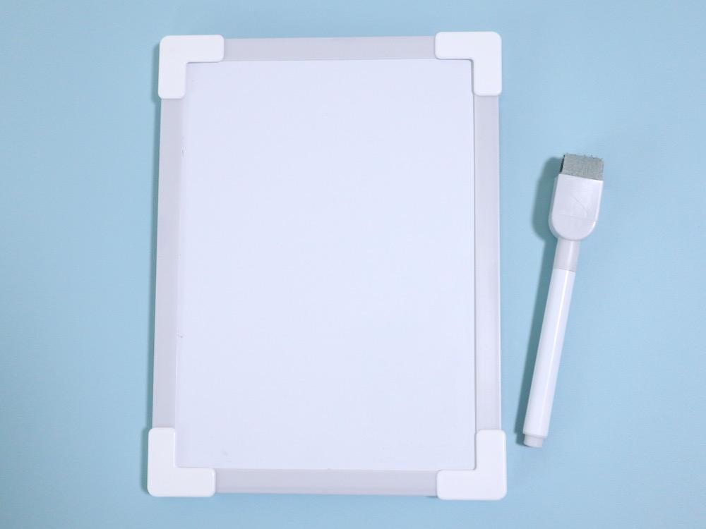 ダイソー「マグネット付きホワイトボード」 100円(税別)